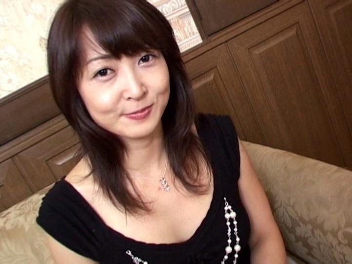 盗撮動画 】海水浴場のシャワー室で女性をリアルタイム盗撮 【