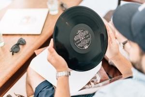 レコード買取業者に高く売るコツ