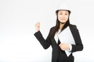 現場監督の勤務形態と休日や残業の状況