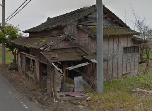 アニメに出てきそうな昭和時代の商店の廃墟