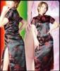 チャイナドレスを着たかわいい女性