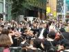 新宿モア四番街 第九フラッシュモブ(170名のオーケストラ・合唱が街に突然現れる)